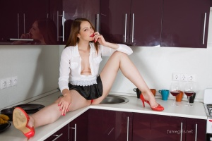 Isabella - In The Kitchen - [famegirls] Hyal61T8