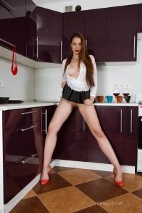 Isabella - In The Kitchen - [famegirls] Ro6w5gdW