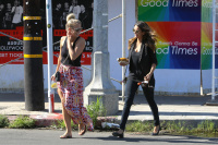 Nina Dobrev with Hilary at Alfred Coffee & Kitchen in West Hollywood (July 29) NYfSo1S0