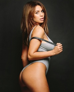 Holly Peers - Social Media Thread