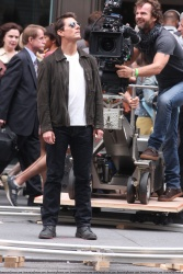 Tom Cruise - on the set of 'Oblivion' outside at the Empire State Building - June 12, 2012 - 376xHQ RAFfdxT3