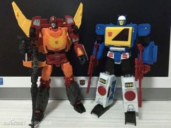 [KFC Toys] Produit Tiers - Jouet Transistor (aka Blaster/Tempo) + DoubleDeck (Twincast) + Fader (aka Eject/Éjecteur) + Rover (aka Autoscout) SBUBu92l