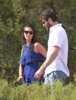 Nina Dobrev with her boyfriend Austin Stowell in Saint-Tropez (July 24) YIFrYgeH