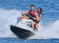 Nina Dobrev and Asustin Stowell enjoy the ocean off the cost the French Riviera (July 26) 6KELlzs7