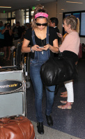 Nina Dobrev at LAX Airport (March 27) Y5IxUIyn