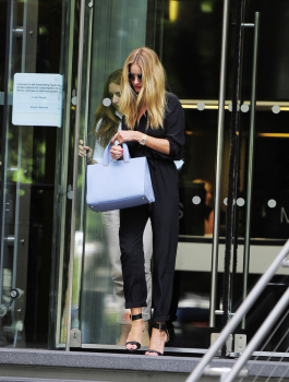 acoLyKsp [Medium Quality] Rosie Huntington Whiteley out in London 8/21/13 high resolution candids