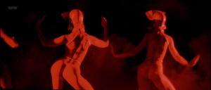 Eva Herzigova, Jennifer Herrera, Eva Grimaldi (nn) @ Les Anges Gardiens (FR 1995) [1080p HDTV]  EaSErO7b
