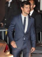 Taylor Lautner - Imagenes/Videos de Paparazzi / Estudio/ Eventos etc. - Página 38 Acqe7Blp