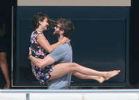 Nina Dobrev and Asustin Stowell enjoy the ocean off the cost the French Riviera (July 26) Yywhgyr9