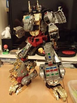 [Toyworld][Zeta Toys] Produit Tiers - Jouet TW-D aka Combiner Dinobots CR2KLUer