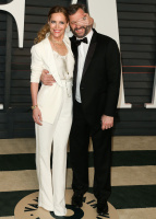 """Leslie Mann """"2015 Vanity Fair Oscar Party hosted by Graydon Carter at Wallis Annenberg Center for the Performing Arts in Beverly Hills"""" (22.02.2015) 126x  5u0PEsh7"""