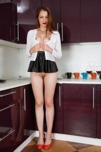 Isabella - In The Kitchen - [famegirls] 0VFFAjFL