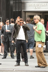 Tom Cruise - on the set of 'Oblivion' outside at the Empire State Building - June 12, 2012 - 376xHQ Gfo2mjmt