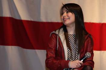 Миранда Косгров, фото 1309. Miranda Cosgrove and iCarly Saluting Military Bob Hope Theater, January 9, 2012, foto 1309