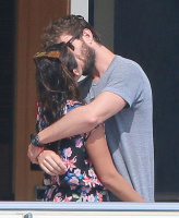 Nina Dobrev and Asustin Stowell enjoy the ocean off the cost the French Riviera (July 26) Jzb4ik2o