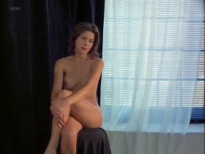 Kari Wuhrer @ Vivid (aka Luscious) (US 1997)  T9qIyQKE
