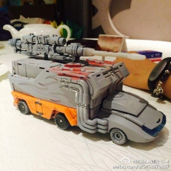 [DX9 Toys] Produit Tiers - Jouet D-06 Carry aka Rodimus et D-06T Terror aka Black Rodimus YQnLL9ad
