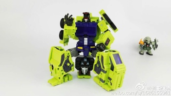 [Toyworld] Produit Tiers - Jouet TW-C Constructor aka Devastator/Dévastateur (Version vert G1 et jaune G2) - Page 7 Be5D2577