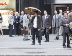 Tom Cruise - on the set of 'Oblivion' outside at the Empire State Building - June 12, 2012 - 376xHQ UHmbBm07