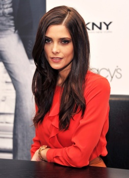 Ashley Greene AakE5ZaI