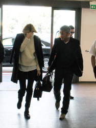 Sean Penn - Sean Penn and Charlize Theron - depart from Rome after a Valentine's Day weekend - February 15, 2015 (37xHQ) UGCSYKNZ