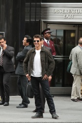 Tom Cruise - on the set of 'Oblivion' outside at the Empire State Building - June 12, 2012 - 376xHQ Jg83Vkr9