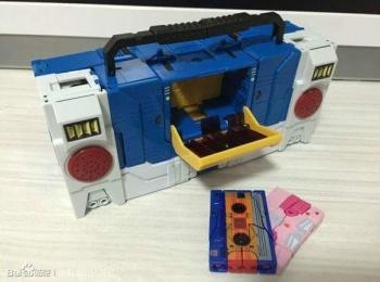 [KFC Toys] Produit Tiers - Jouet Transistor (aka Blaster/Tempo) + DoubleDeck (Twincast) + Fader (aka Eject/Éjecteur) + Rover (aka Autoscout) SzI4kcbP