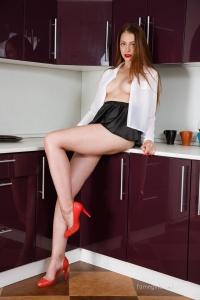 Isabella - In The Kitchen - [famegirls] HkZsasny