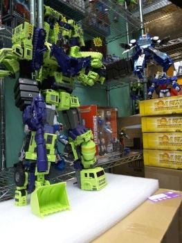 [Toyworld] Produit Tiers - Jouet TW-C Constructor aka Devastator/Dévastateur (Version vert G1 et jaune G2) - Page 4 7a5ajbmV