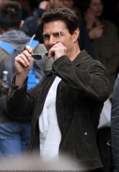 Tom Cruise - on the set of 'Oblivion' in New York City - June 13, 2012 - 52xHQ TFOR8tuy