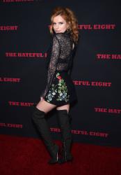 """MEGA POST: Bella Thorne con espectaculares botas en el estreno de """"The Hateful Eight"""" en Los Angeles (7/12/15) LfZrIdfU"""