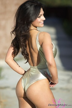 Дениз Милани, фото 4885. Denise Milani Gold One-Piece (Low Quality), foto 4885