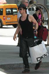 Ian Somerhalder - Took a taxi in Soho on New York City 2012.05.12 - 9xHQ XAVSQJ0u