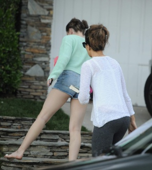 Kate Beckinsale returns to her home  June 12-2013