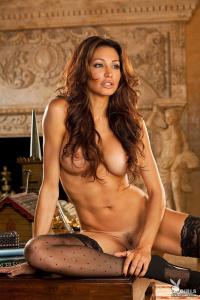 yaWtCQGY Angela Taylor Bustybabes 01