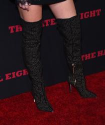 """MEGA POST: Bella Thorne con espectaculares botas en el estreno de """"The Hateful Eight"""" en Los Angeles (7/12/15) M4nkrIzV"""