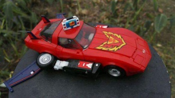 [Masterpiece] MP-25L LoudPedal (Rouge) + MP-26 Road Rage (Noir) ― aka Tracks/Le Sillage Diaclone - Page 2 DsF3cXlL