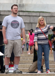 Эми Полер, фото 42. Amy Poehler on the set of 'Parks and Recreation' in Washington, DC (July 20), foto 42