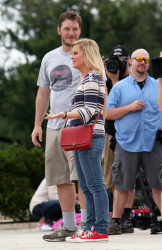 Эми Полер, фото 39. Amy Poehler on the set of 'Parks and Recreation' in Washington, DC (July 20), foto 39