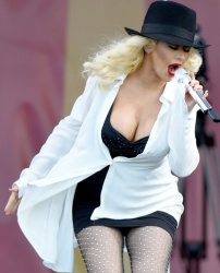 Christina Aguilera At 2014 New Orleans Jazz & Heritage Festival 1 may 2014