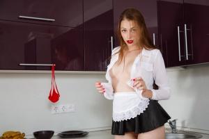 Isabella - In The Kitchen - [famegirls] 4zHjNz9a