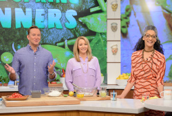 Lisa Kudrow - The Chew: April 24th 2017