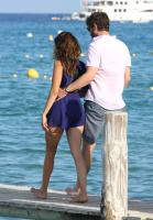 Nina Dobrev with her boyfriend Austin Stowell in Saint-Tropez (July 24) 5xH7hSMT