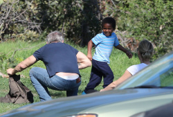 Sean Penn - Sean Penn and Charlize Theron - enjoy a day the park in Studio City, California with Charlize's son Jackson on February 8, 2015 (28xHQ) AMdyUVqy