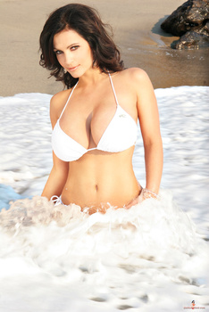 Дениз Милани, фото 4449. Denise Milani White Bikini (From Her Old Website), foto 4449