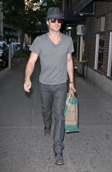 Ian Somerhalder - spotted doing some grocery shopping in NYC - May 17, 2012 - 9xHQ Z5aI7Ar8