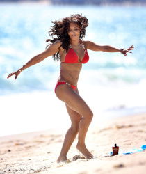 Melanie Brown *ADDS* l Red Bikini Malibu l 29.05.2013 | 46 hq