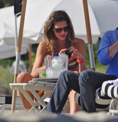 acgTJQ8y Ana Beatriz Barros in a bikini in Miami Beach   December 7, 2012   35 HQ candids