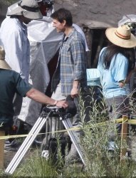 Tom Cruise - on the set of 'Oblivion' in Mammoth Lakes, California - July 11, 2012 - 18xHQ TfUclWbS