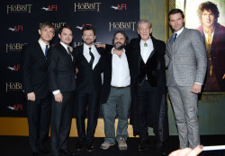 Richard Armitage - attends 'The Hobbit An Unexpected Journey' New York Premiere benefiting AFI at Ziegfeld Theater in New York - December 6, 2012 - 14xHQ OV1h1edw